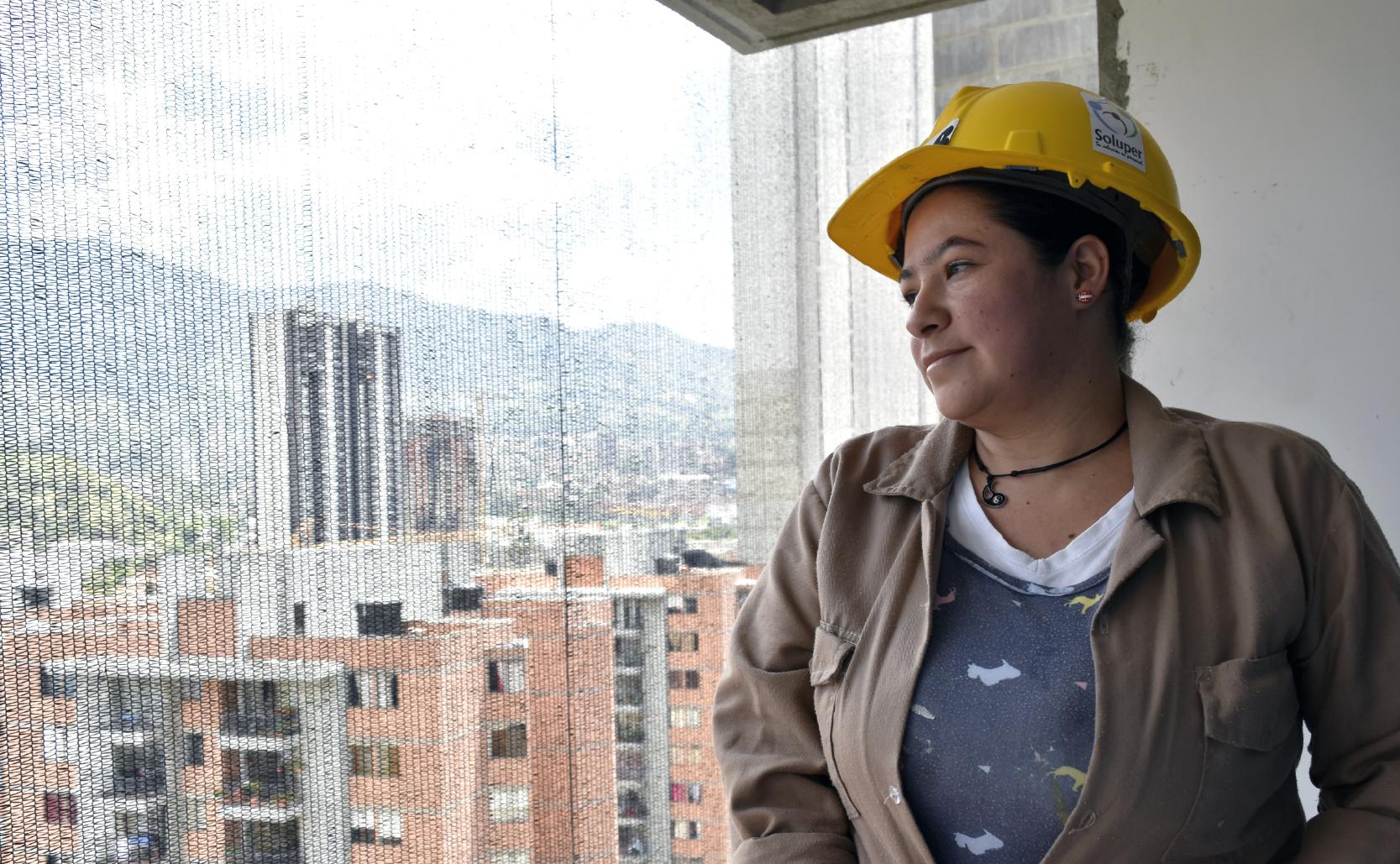 Soluper se la juega por las mujeres en la construcción